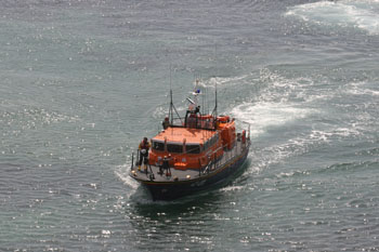 Rescue Complete the Lizard Lifeboat Lifeboat heads home after the rescue