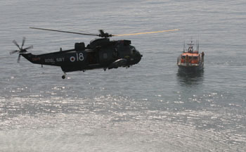 Royal Navy helicopter returns to the Lizard lifeboat to return the Lifeboat men